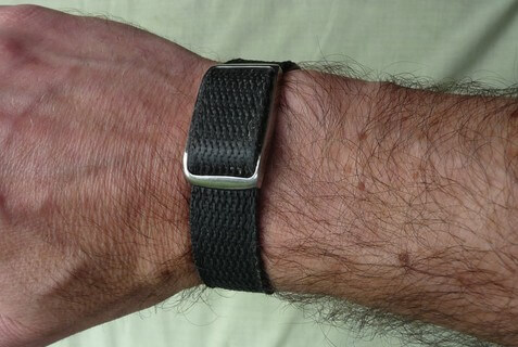 Magnetic wrist strap